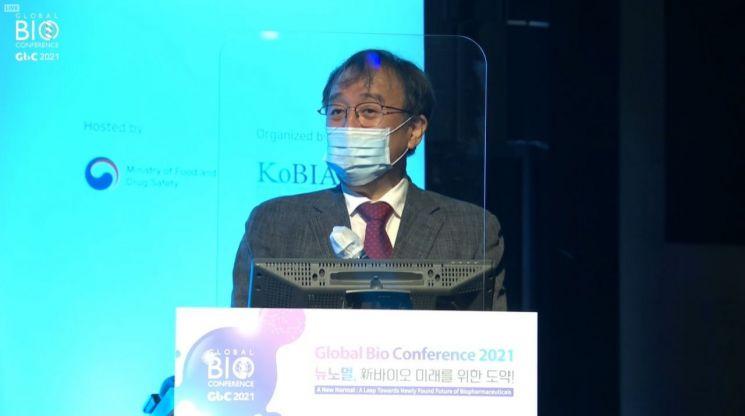 이종구 서울대 의대 교수(전 질병관리본부장)이 13일 오후 서울 강남구 그랜드인터콘티넨탈서울파르나스 호텔에서 열린 '2021년 글로벌 바이오 콘퍼런스'에서 '새로운 판데믹에 대처하기 위해'라는 제목의 특별 강연을 진행하고 있다. [이미지출처=2021 년 글로벌 바이오 콘퍼런스 생중계 화면 갈무리]