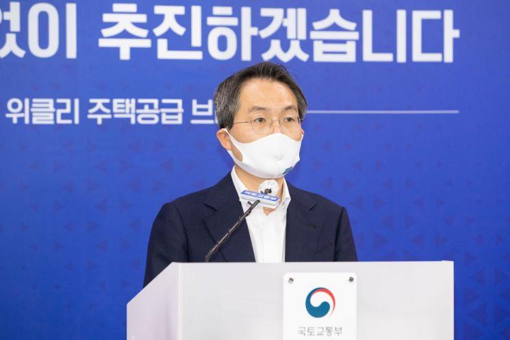 김영한 국토교통부 주택정책관이 15일 정부세종청사 국토부 기자실에서 위클리 주택공급 브리핑을 하고 있다. (사진제공=국토교통부)