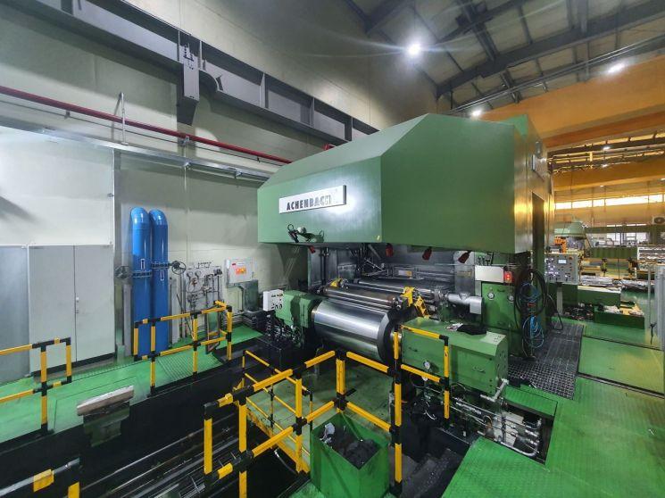 동원시스템즈 아산공장 2차전지용 알루미늄 양극박 생산 현장