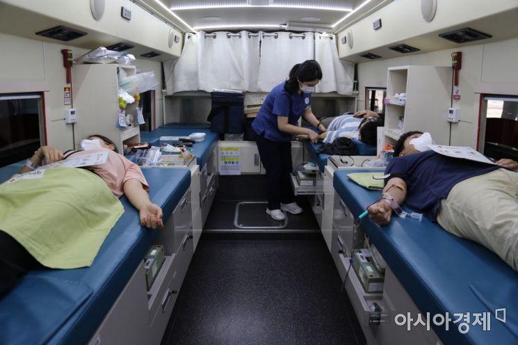 한화손해보험은 추석 연휴를 앞두고 본사 임직원이 참여하는 헌혈 나눔 행사를 진행했다고 16일 밝혔다.