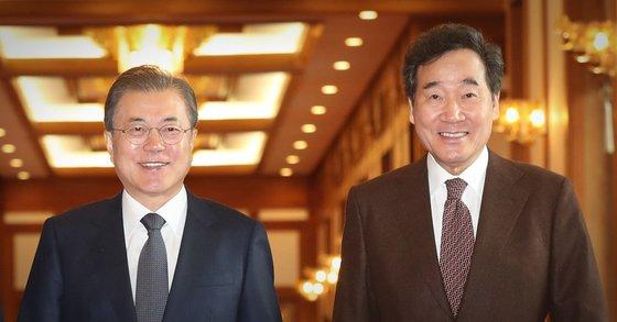 문재인 대통령과 이낙연 전 더불어민주당 대표(왼쪽부터). /사진=연합뉴스