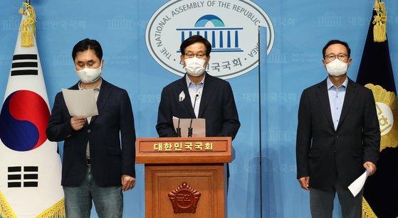 더불어민주당 김종민, 신동근, 홍영표 의원(왼쪽부터). /사진=연합뉴스