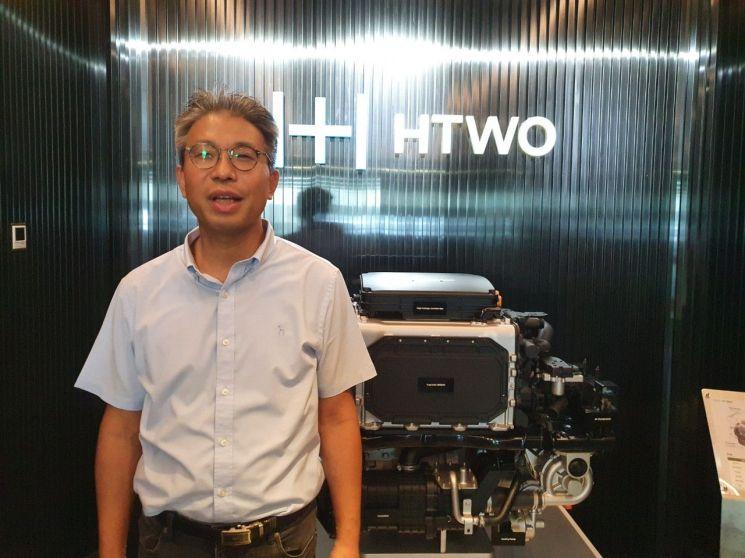 오승찬 현대차 광저우 수소연료전지법인(HTWO) 총경리가 수소연료전지시스템에 대해 설명하고 있다.