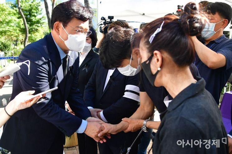 [포토] 자영업자 비대위 위로하는 송영길 대표