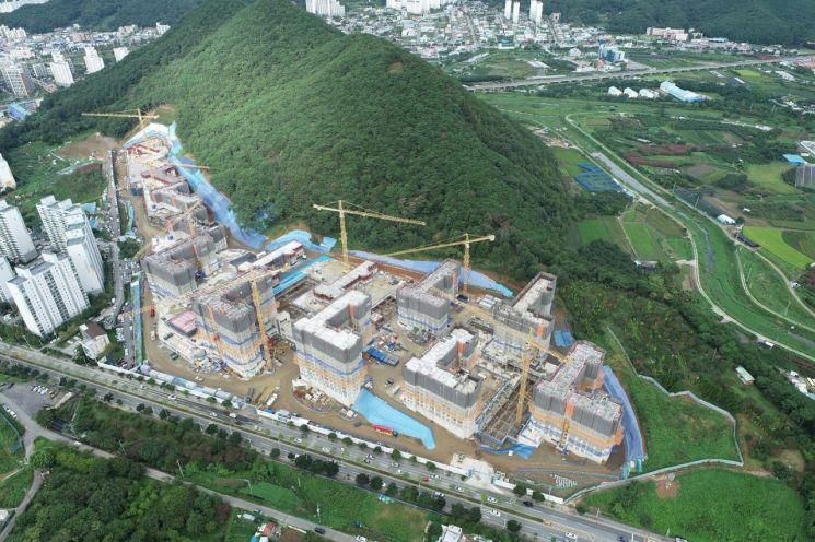 삼산공원지구 내 한양수자인이 아파트 건설 중에 있다(사진=순천시 제공)
