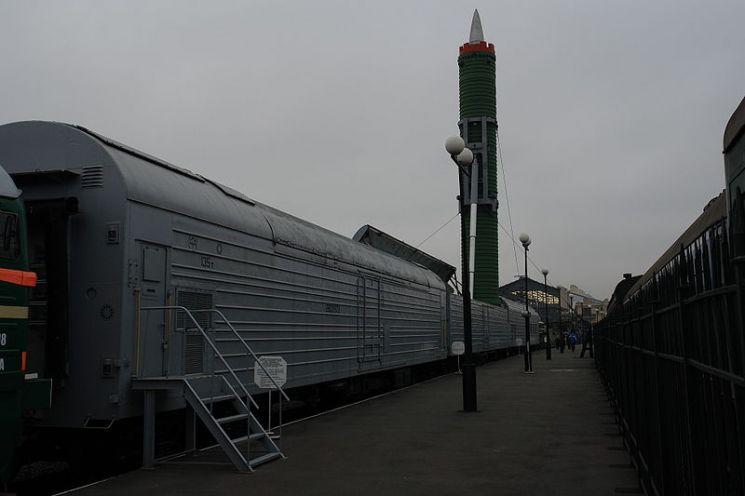 구 소련 열차형 이동식 미사일 발사대(사진=펑파이 캡처)