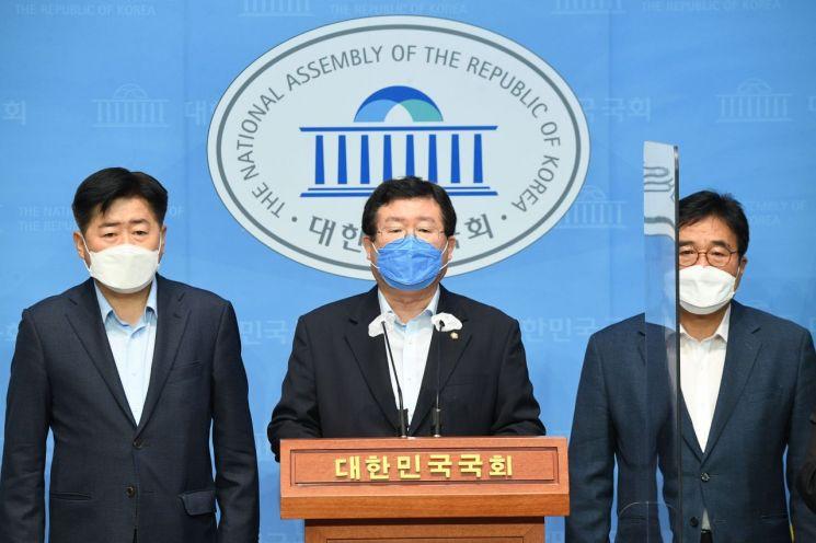 민주당 대권주자인 이낙연 전 대표 선거대책본부장을 맡은 설훈 의원 / 사진=연합뉴스