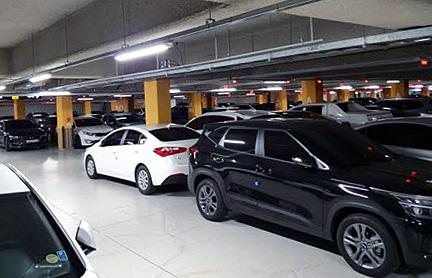 한 공동주택 지하주차장이 차량으로 꽉 차 있다. 사진은 기사 중 특정표현과 관계없음. [이미지출처=연합뉴스]