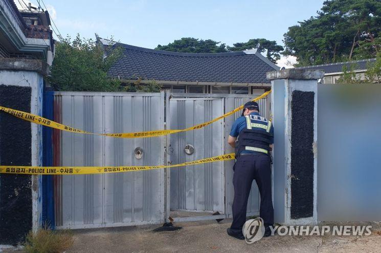 연휴 첫날인 지난 18일 전남 장성의 한 주택에서 A(55)씨와 A씨 어머니(74), A씨 아내(51) 등 일가족 3명이 숨진 채 발견됐다.