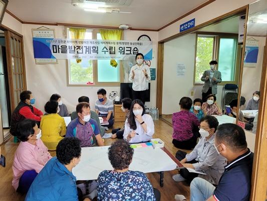 병영면 동삼인 마을 주민설명회에서 주민들이 의견을 나누고 있다. ⓒ 아시아경제