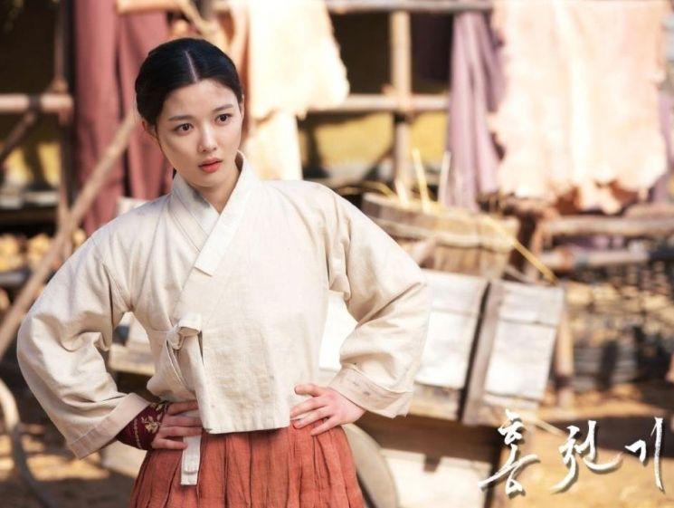중국 네티즌들이 SBS 드라마 '홍천기'의 한복이 명나라 의상을 표절한 것이라 주장한 가운데, 서경덕 성신여대 교수가 이를 반박하고 나섰다. /사진='홍천기' 홈페이지