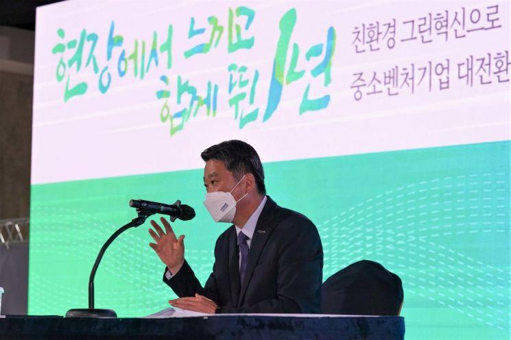 김학도 이사장이 5월 20일 서울 목동에서 열린 취임 1주년 기자간담회에서 친환경 그린 혁신을 위한 지원 방안을 발표하고 있다.