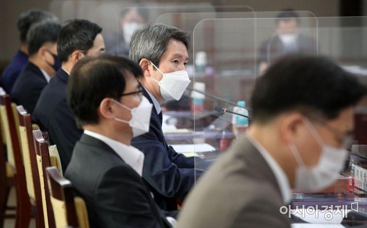 [포토] 남북교류협력추진협의회 발언하는 이인영 장관