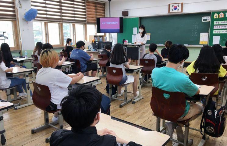 동대문구 교육비전센터가 진행한 '2021 상반기 학교로 찾아가는 심리검사해석특강' 현장