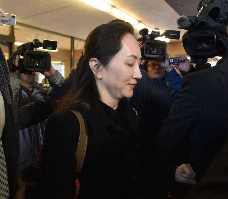 中, 멍완저우 석방 후 '간첩 혐의' 캐나다인 2명 중국서 석방