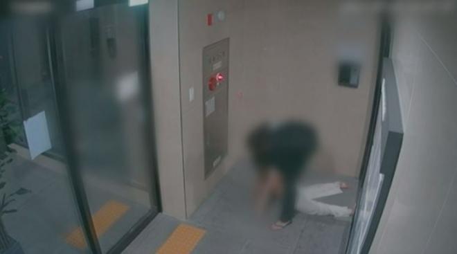 지난 7월 서울 마포구 한 오피스텔에서 남자친구에게 폭행 당해 사망한 고(故) 황예진씨 사건 관련 당시 상황이 담긴 폐쇄회로(CC)TV 화면./사진=SBS 방송 화면 캡처