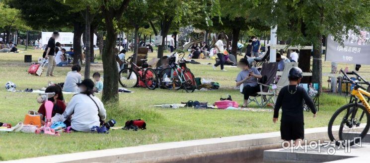 [포토]휴일 여의도 한강공원 찾은 시민들