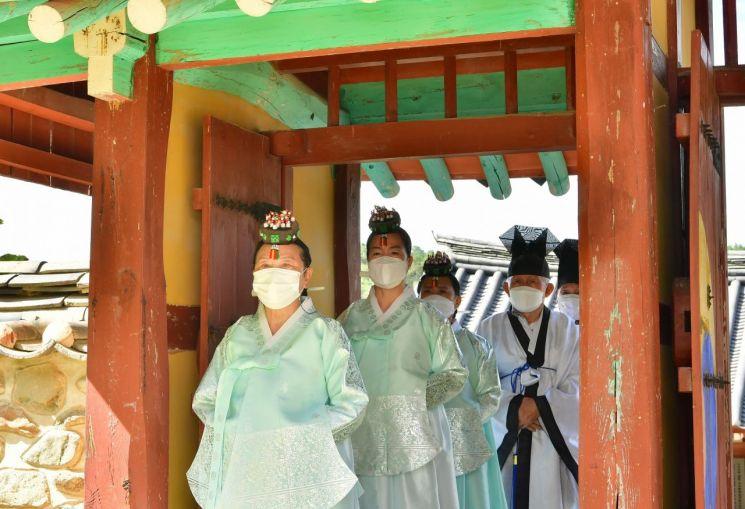 장성 봉암서원, 320년 관습의 벽 넘었다…세 헌관 모두 '여성'