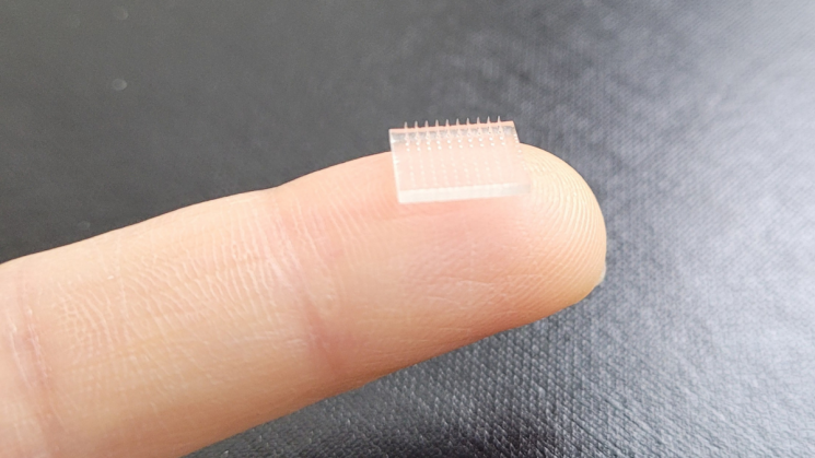 미국 노스캐롤라이나 채플힐대와 스탠포드대 공동연구팀은 3D프린팅 기술을 이용해 반창고 형태의 '마이크로니들 백신' 기술을 개발했다고 지난 23일(현지 시각) 밝혔다. [사진=미국 노스캐롤라이나 채플힐대 홈페이지 캡처]