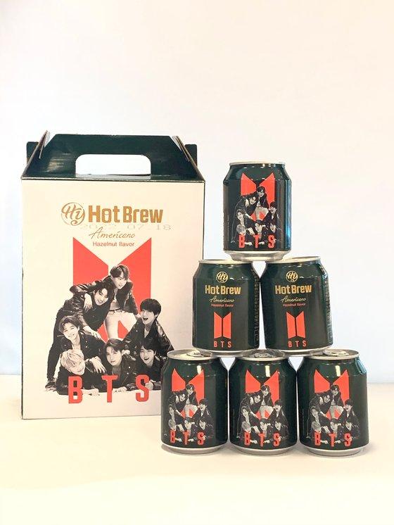 지난 8월 말 일본에서 한정 판매된 'Hy 핫브루 아메리카노 헤이즐넛 커피'에 그룹 방탄소년단(BTS) 멤버 사진이 붙어 있다. [사진=킴델숀 제공]