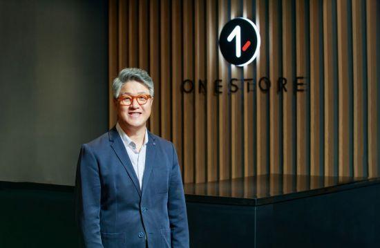[아시아초대석] 경영자 이면엔 사람…노래 좋아하는 낭만 CEO