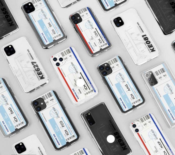11번가가 대한항공과 협업해 고객이 직접 커스터마이징 할 수 있는 휴대폰 액세서리 굿즈를 판매한다.