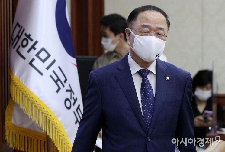 [포토] 대외경제장관회의 참석하는 홍남기 부총리
