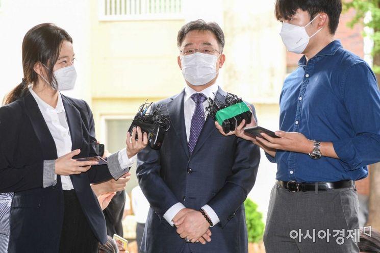 [포토]화천대유 최대주주 김만배 씨 경찰 출석