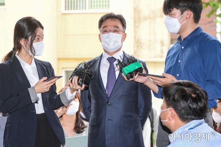 [포토]취재진 질문에 답하는 김만배