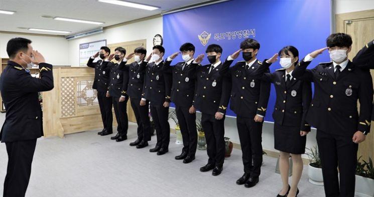 제242기 신임 해양경찰관 11명에 대한 전입신고식을 가졌다. ⓒ 아시아경제