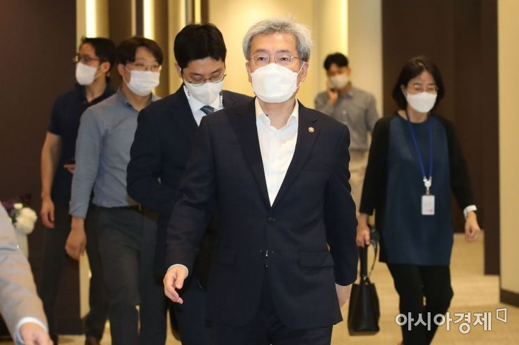 [포토] 경제·금융시장전문가 간담회 향하는 고승범 위원장