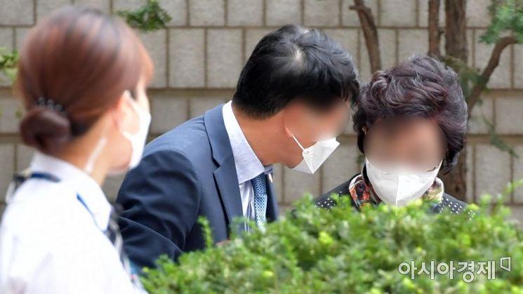 [포토] 2심 공판 출석하는 윤석열 장모 최모씨