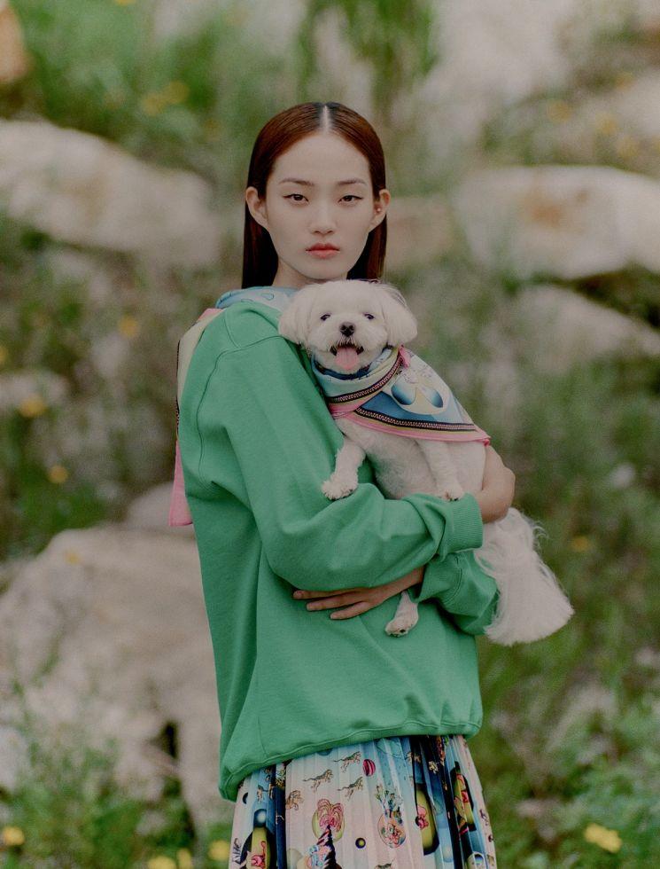 갤러리아는 광교, 타임월드 '비건타이거' 팝업 매장에서 '비건타이거', 모델 '신현지'와 협업해 개발한 패턴으로 제작된 의상 등을 선보인다.