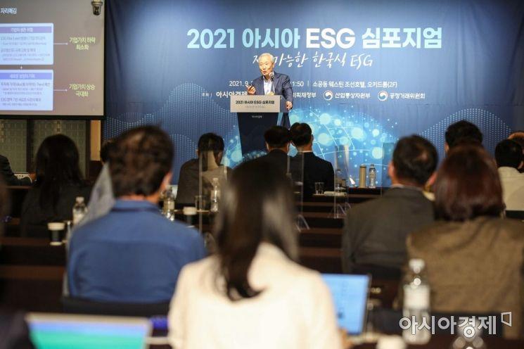 김종훈 SK이노베이션 이사회 의장이 29일 서울 중구 웨스틴조선호텔에서 열린 '2021 아시아 ESG 심포지엄'에 참석해 'ESG 시대, 우리는 어떻게 대응해야 하나?'란 주제로 기조연설 하고 있다./강진형 기자aymsdream@