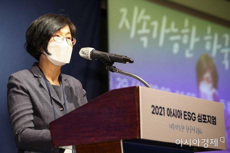 이정미 법무법인 로고스 상임고문변호사(전 헌법재판관)가 29일 서울 중구 웨스틴조선호텔에서 열린 '2021 아시아 ESG 심포지엄'에 참석해 오프닝스피치 하고 있다./강진형 기자aymsdream@
