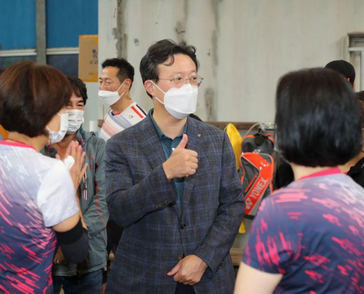 [포토]Chae Hyun-il, Bürgermeister von Yeongdeungpo-gu, besucht die Outdoor-Sportanlage Anyangcheon vor Ort