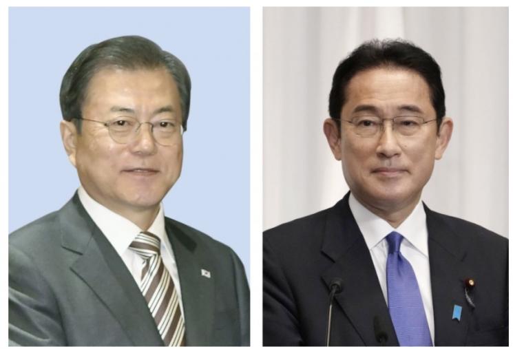 ▲문재인 대통령(왼쪽)과 기시다 후미오 일본 총리(오른쪽)