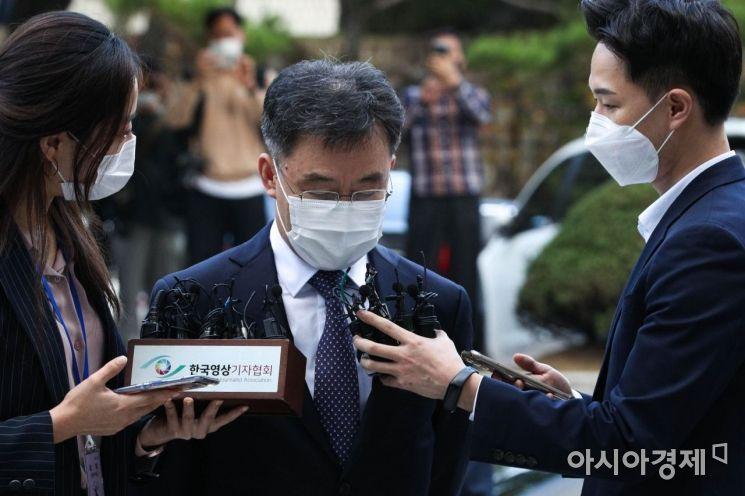 [포토]고개 숙인 화천대유 대주주 김만배
