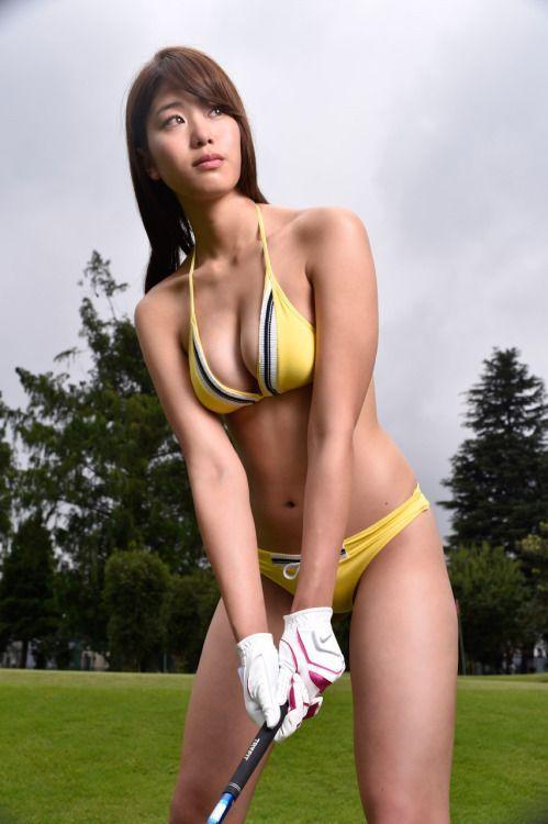 몸매보다 야구로 유명해진 그라비아 아이돌