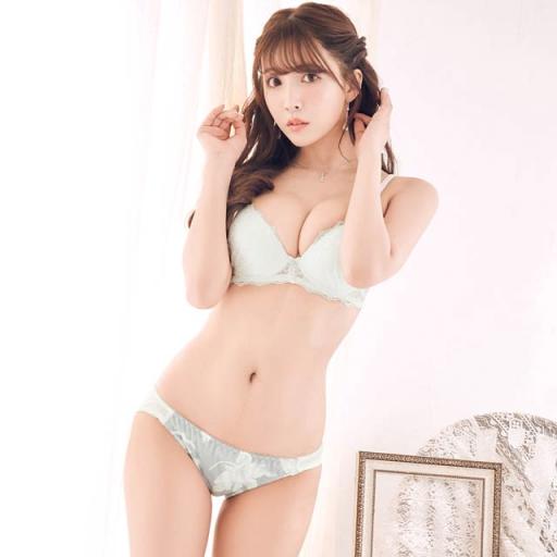 란제리 모델이 된 미카미 유아