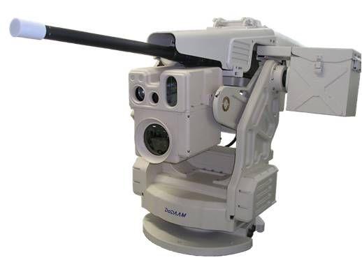 무인경계로봇 슈퍼이글. 12.7mm구경 소총을 장착할 수 있으며 컬러 CCD 카메라를 장착했다.