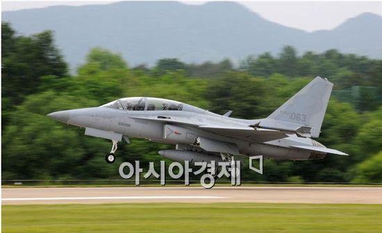 <h1>FA-50 국산 전투기 첫 양산계약 체결</h1>
