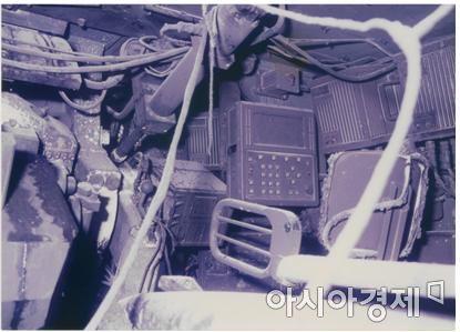 1997년 12월, 화재 발생 후 검게 그을린 시제 1호기 내부 모습.
