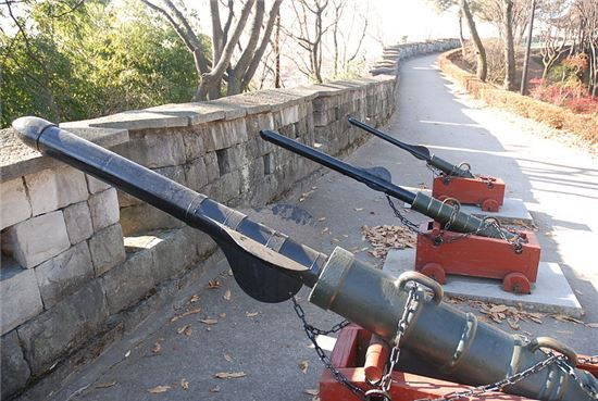 진주국립박물관에 배치된 대장군전 모습(사진=위키리크스)