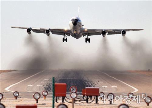 미공군의 핵탐지전문기 WC-135 <미 공군 홈페이지>