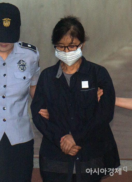 법원 '이재용 재판' 증인 최순실 구인장 발부