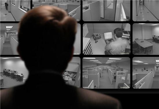 방역 위한 감시·통제에 눈감았더니 '빅브라더'가 눈떴다