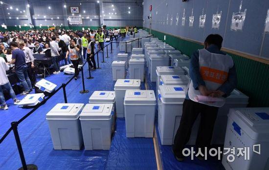 [6·13 민심] 최종투표율 60.2%…23년 만에 '마의 60%벽' 넘었다