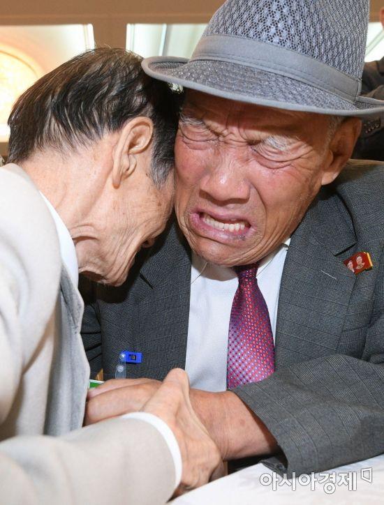 12년만의 이산가족 화상상봉 이르면 한 달 내 열린다