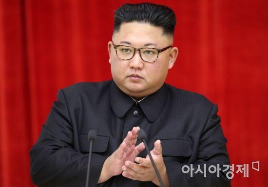 [포토] 박수치는 김정은 위원장